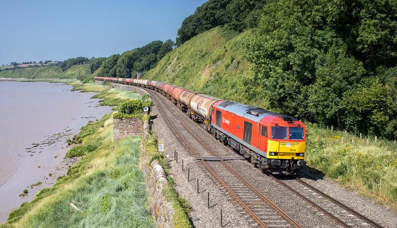 280618  60044 passes Gatcombe with 6B13 the 05:00 Robeston-Westerleigh