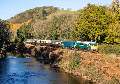 021118  D6501 and D7535 pass Hood bridge with the 1040 Buckfastleigh to Totnes
