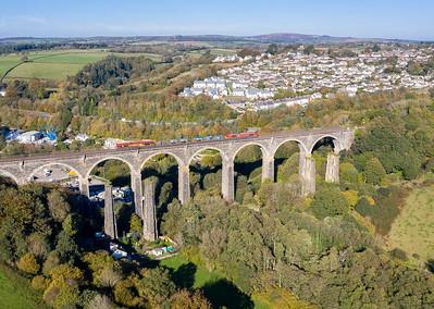 201018 ,66067 & 66104 3J13 0907 Westbury - Par RHTT head over Moorswater viaduct