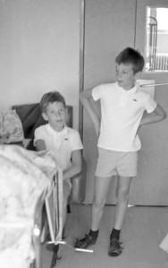 Visite de Mami à l'hopital de Vernon - Michel et François - 1970
