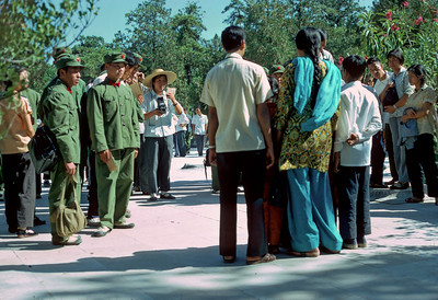 India tourists and chinse soldiers