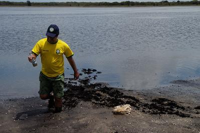 Angel, more sampling - Field trip to Parque Nacional Restinga de Jurubatiba