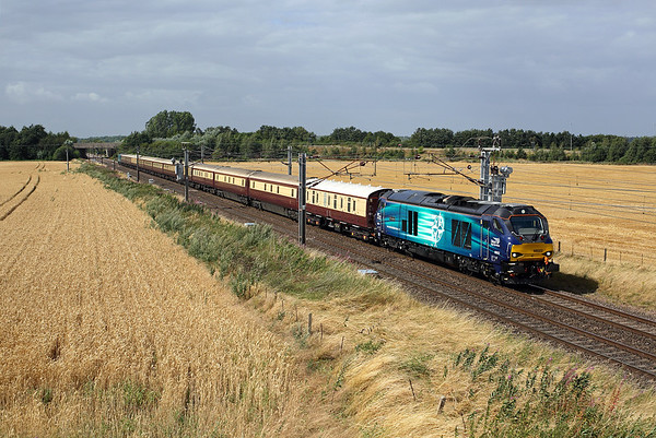 68022 races south past Thorpe Willoughby on 1Z74 11:09 Edinburgh - LKX, 08/08/16