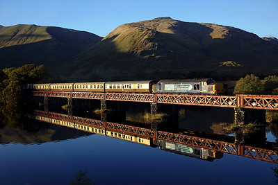 After a very pleasant afternoon we found ourselves at Loch Awe as no other shots were on, thankfully the sun stayed above the hill for about a minute more than we thought. 37612 crosses Loch Awe viaduct on 1Z57 16:48 Oban - Fort William; 'Autumn Highlander' 02/10/16 *Taken using a pole