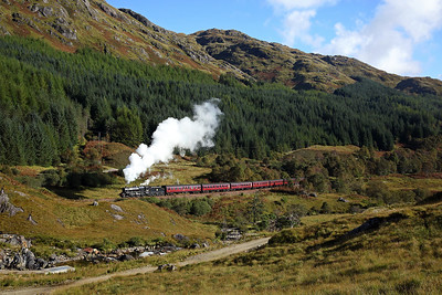 With the train booked to stand in the station for 35 mins we easily managed another go 44871 heads west from Glenfinnan on 2Y61 10:15 Fort William - Mallaig 'Jacobite' 01/10/16