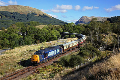 A new location for me on the Oban line 37601 passes Succoth Lodge near Dalmally on 1Z56 09:27 Fort William - Oban 'Autumn Highlander' 02/10/16