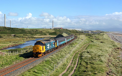 37402 runs alongside the river Ehen at High Sellafield on 2C41 14:37 Barrow in Furness - Carlisle, 30/08/17 *Taken using a pole