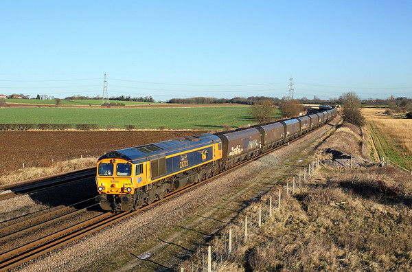 66723 numbered ZA723 passes Burton Salmon on 6M17 09:11 Redcar - Fiddlers Ferry coal, 28/12/17 *Taken using a pole