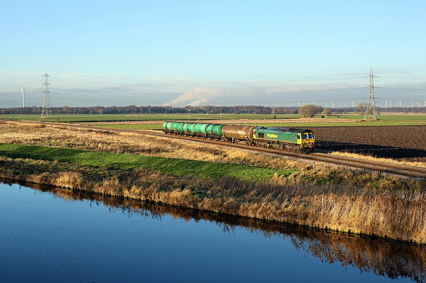 66536 passes Godnow Bridge on 6E50 09:14 Ipswich - Lindsey empty tanks, 19/12/17 *Taken using a pole