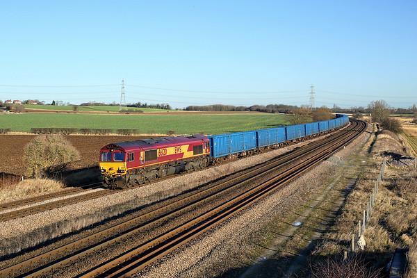 66120 passes Burton Salmon on 6M16 07:20 Wilton - Knowsley 'binliner' 28/12/17 *Taken using a pole