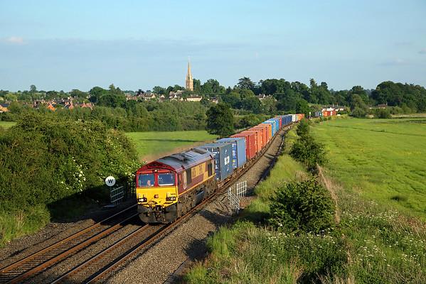 66126 passes Kings Sutton on 4M66 15:55 Southampton Western Docks - Birch Coppice intermodal, 01/06/17