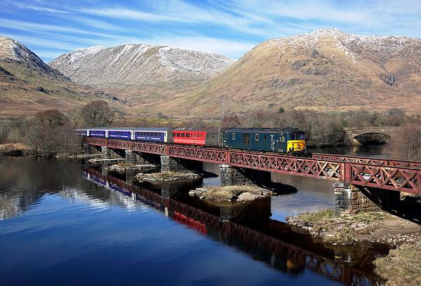 73968 crosses Loch Awe viaduct on 5Y11 10:30 Oban - Polmadie ecs, 25/03/17 *Taken using a pole