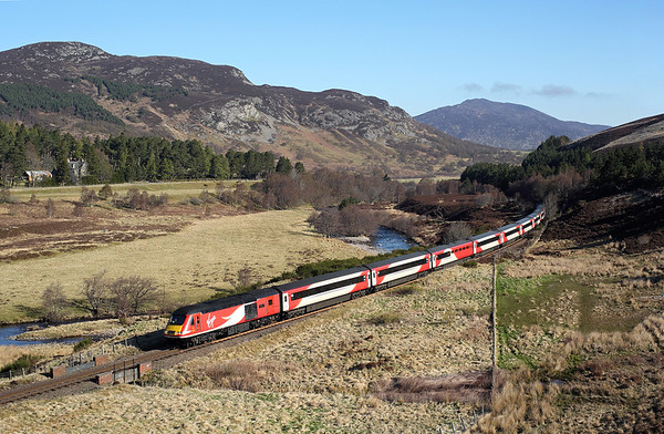 43367 passes Crubenmore on 1E13 0813 Inverness - LKX, 04/05/17