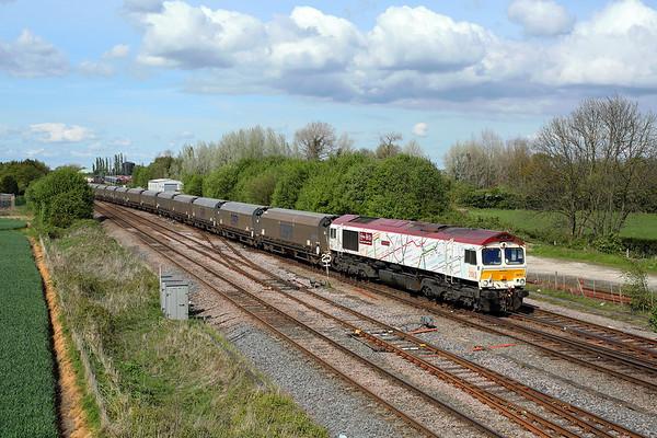 66721 crosses Milford Jn on 6H70 12:38 Tyne Dock - Drax PS biomass, 01/05/17 *Taken using a pole
