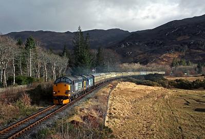 37605 + 37259 pass Attadale station on 1Z38 17:20 Kyle of Lochalsh - Inverness 'Easter Highlander' 01/04/18