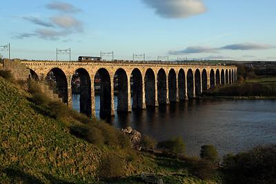 66304 crosses the Royal Border Bridge, Berwick on 6S31 13:25 Doncaster Down Decoy - Millerhill, 19/04/18