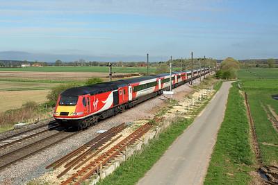 43290 crosses Hambleton South junction on 1E03 05:26 Stirling - LKX, 20/04/18 *Taken using a pole