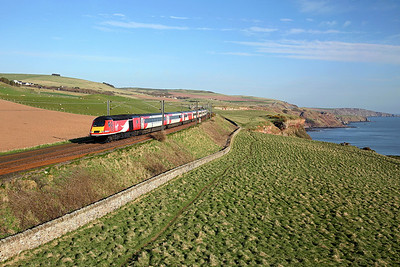 43314 passes Marshall Meadows on 1E05 07:30 Edinburgh - LKX, 19/04/18 *Taken using a pole