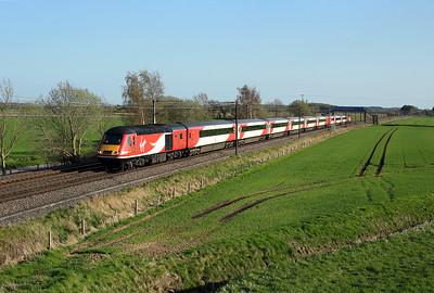 43257 passes Ryther Grange on 1S24 16:00 LKX - Aberdeen, 18/04/18 *Taken using a pole