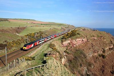 43317 runs along the cliffs past Lamberton on 1E07 08:30 Edinburgh - LKX, 19/04/18 *Taken using a pole