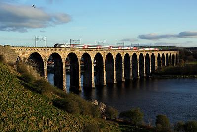 91110 heads away from Berwick station over the Royal Border Bridge on 1E27 18:30 Edinburgh - LKX, 19/04/18