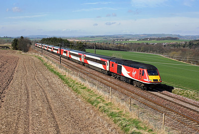 43309 heads away from Ayton on 1E10 10:00 Edinburgh - LKX, 19/04/18 *Taken using a pole