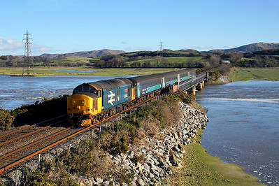 With the estuary at high tide 37402 crosses Duddon viaduct, Lady Hall on 2C49 11:38 Barrow in Furness - Carlisle, 02/02/18 *Taken using a pole