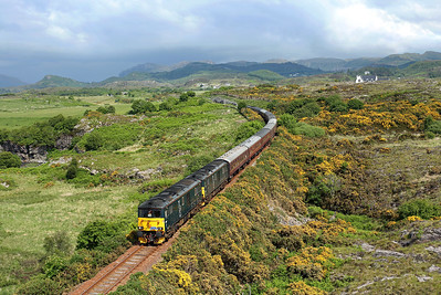 With the promise of a few breaks in the cloud I made the move towards the coast with a pretty mega result. 73967 + 73966 head away from Drumbuie on 1Z73 05:00 Paisley - Kyle of Lochalsh 'SRPS charter' 09/06/18
