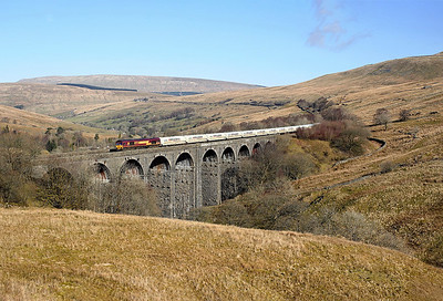 66168 crosses Dent Head viaduct on 6M00 07:02 Mossend - Clitheroe empty cement, 26/03/18 *Taken using a pole