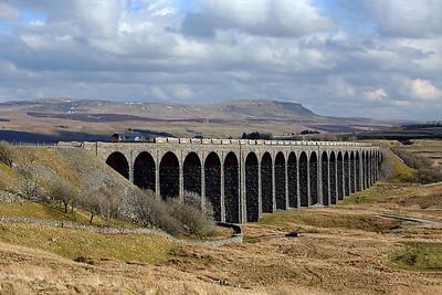 66303 crosses Ribblehead viaduct on 6C89 09:38 Mountsorrel - Carlisle ballast/stone, 26/03/18