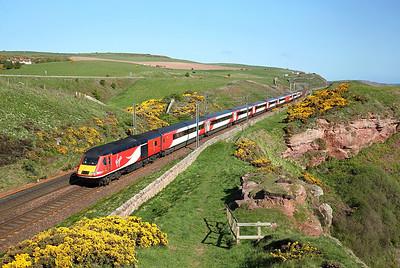43295 runs along the cliffs past Lamberton on 1E07 08:00 Edinburgh - LKX, 16/05/18