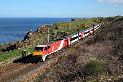 91104 passes Lamberton on 1S18 13:00 LKX - Edinburgh, 05/05/18