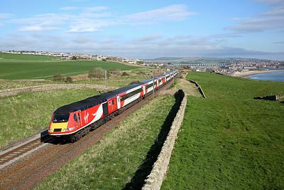 43290 passes Scremerston on 1E06 08:00 Edinburgh - LKX, 05/05/18