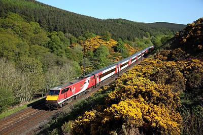 91109 passes Penmanshiel on 1S18 13:00 LKX - Edinburgh, 16/05/18