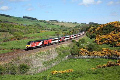 43316 passes Houndwood on 1S11 10:00 LKX - Aberdeen, 16/05/18