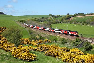 43307 passes Houndwood on 1E15 09:52 Aberdeen - LKX, 16/05/18