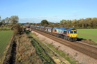 Colourful 66720 passes Little Fenton on 6B64 11:27 North Blyth - West Burton PS coal, 18/10/18 *Taken using a pole