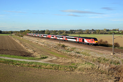 A very presentable 43277 passes Burn on 1E15 09:52 Aberdeen - LKX, 20/10/18