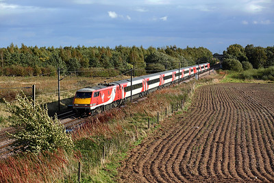 91104 passes Thorpe Willoughby on 1S21 14:30 LKX - Edinburgh, 30/09/18