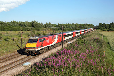 91115 passes Thorpe Willoughby on 1S26 17:00 LKX - Edinburgh, 03/07/19 *Taken using a pole