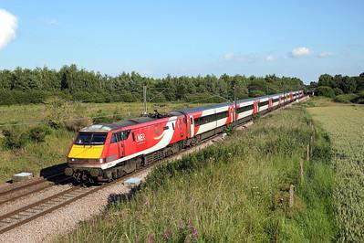 91109 passes Thorpe Willoughby on 1S25 16:30 LKX - Edinburgh, 03/07/19 *Taken using a pole