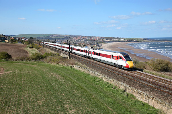 Location and timing over subject matter!!! 800111 heads away from Spittal on 5Q44 14:53 Berwick - Doncaster test working, 13/04/19 *Taken using a pole