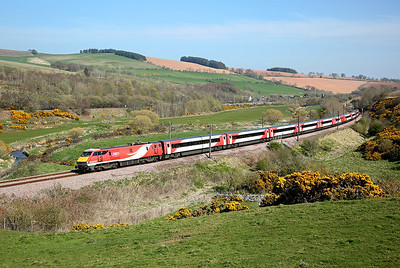 91113 passes Houndwood on 1S12 10:30 LKX - Edinburgh, 19/04/19