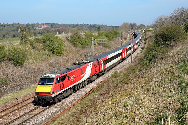 91129 winds its way north past Cocklaw on 1S09 09:00 LKX - Edinburgh, 19/04/19 *Taken using a pole