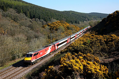 91102 runs through Penmanshiel wood on 1S15 11:30 LKX - Edinburgh, 19/04/19
