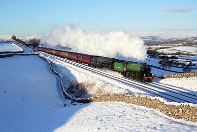 61306 + 35018 pass Greengates on 1Z87 14:11 Carlisle - London Euston, 02/02/19