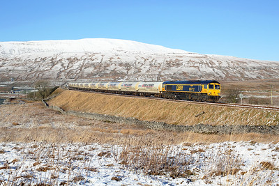 66712 nears Ribblehead station on 4M00 09:02 Carlisle - Clitheroe empty cement, 23/01/19
