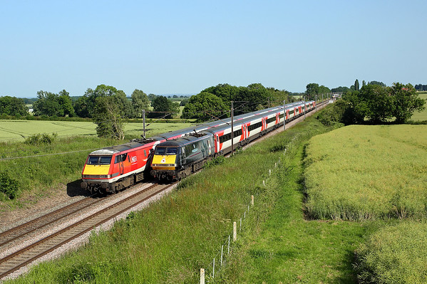 91110 passes Askham on 1S24 16:00 LKX - Edinburgh, 29/06/19 91130 was stationary on the southbound line behind a failed Azuma on 1E18 14:00 Edinburgh - LKX *Taken using a pole