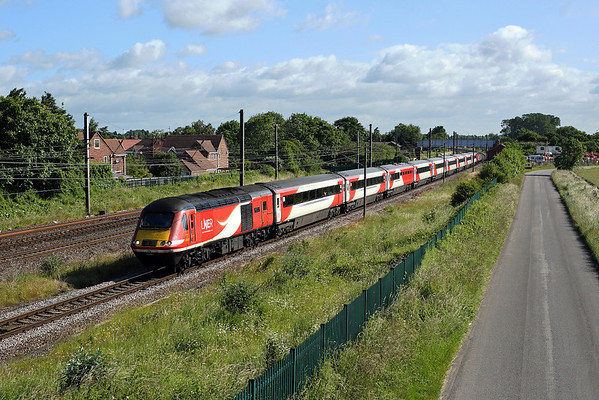 43367 passes Copmanthorpe on 1Y16 07:54 Newcastle - LKX, 30/06/19 *Taken using pole