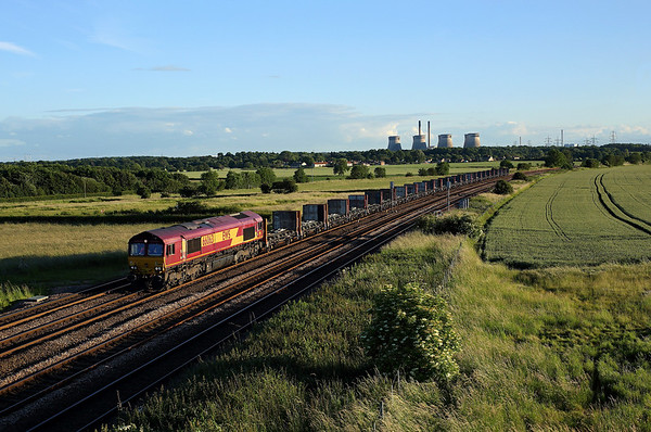 With Ferrybridge PS on the skyline 66063 passes Burton Salmon on 4E25 11:29 Bow - Heck empty Plasmor blocks, 20/06/19 *Taken using a pole